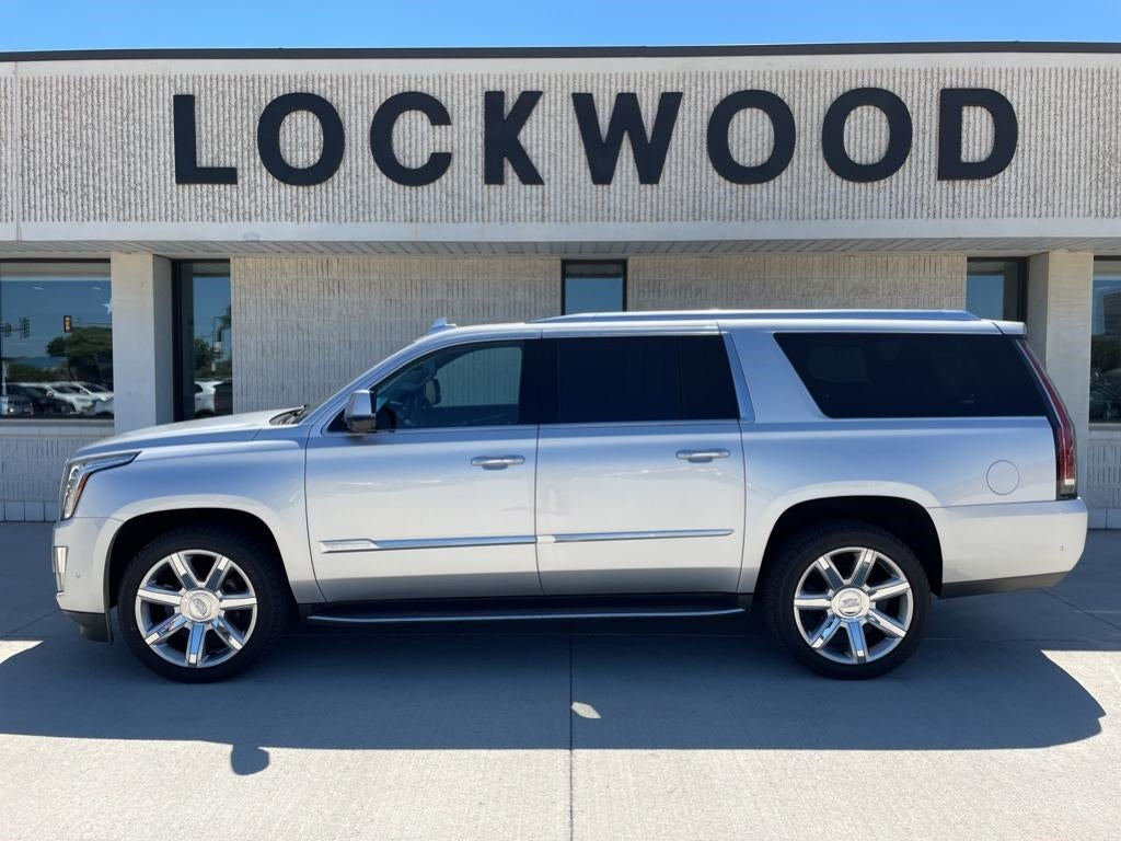 Used 2018 Cadillac Escalade ESV Luxury with VIN 1GYS4HKJ8JR313791 for sale in Marshall, Minnesota