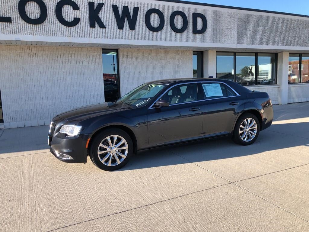 Used 2017 Chrysler 300 Limited with VIN 2C3CCARG8HH534322 for sale in Marshall, Minnesota